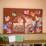 zvirata a ptaci v zime zvirata dekorace vytvarna vychova  : ptacci s budkou na nastence 150x150 Ptáčci u krmítka