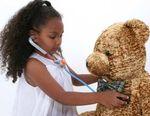 vyukove a vzdelavaci predmety vytvory a pomucky  : girl playing doctor Zábavné hry pro děti (e book)